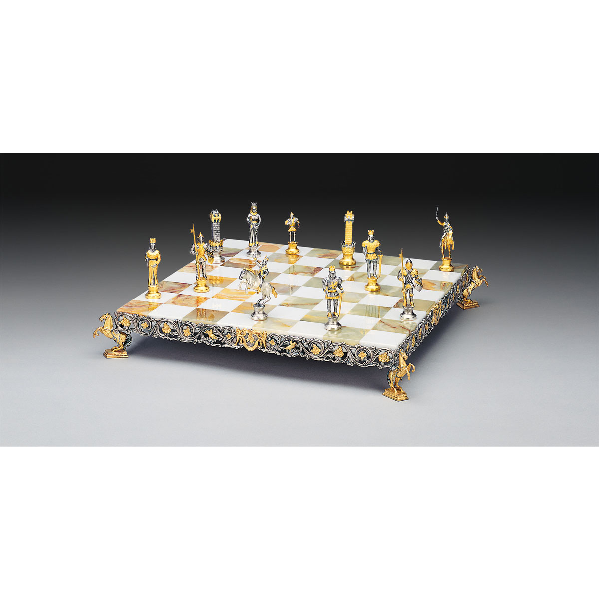 Carlomagno (Charlemagne) Gold and Silver Theme Chess Board