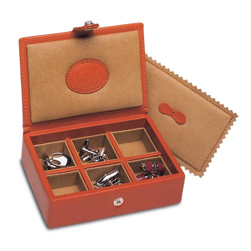 Underwood Collectors Leather Cuff LInk Boxes are made with the finest vegetable tanned calf leather.