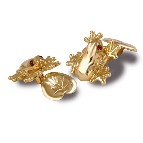 Pond Frog Cufflinks in 18k gold and with ruby eyes.